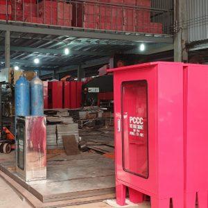 Bên trong xưởng sản xuất tủ chữa cháy TPHCM